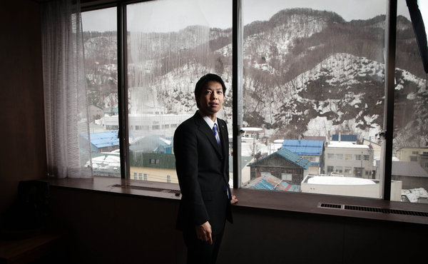 Aging Japanese Town Bets on a Young Mayor - NYTimes.com